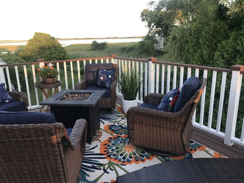 Beautiful Water Views From Cape Cod Beach House, holiday rental in Yarmouth