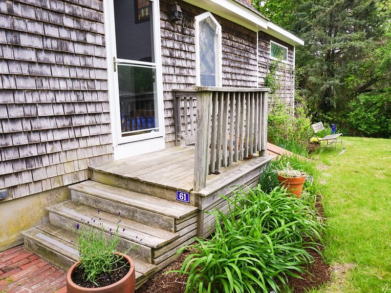 SANITIZED - Vineyard Haven Inspiration House, quick walk to downtown & beach, holiday rental in Vineyard Haven