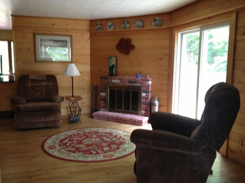 4 Bedroom, 2 bath home with Portage lake access, holiday rental in Calumet