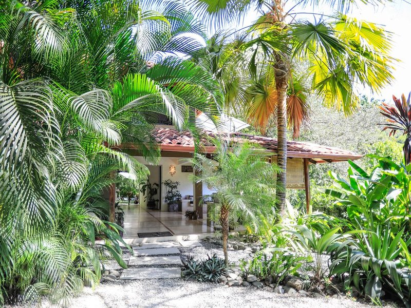 Ocean View Villa - short walk to beach, vacation rental in Santa Teresa