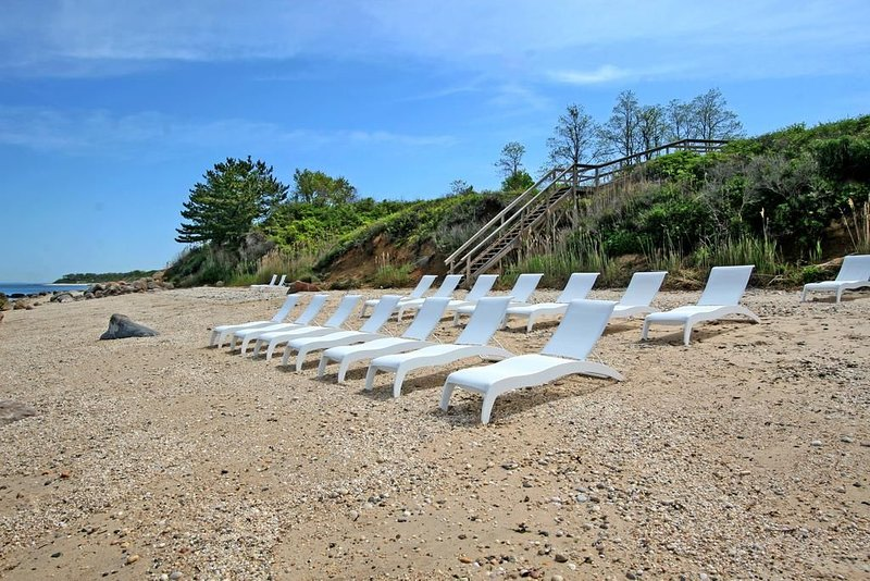 Beautiful condo on the Long Island Sound in a resort, holiday rental in Greenport