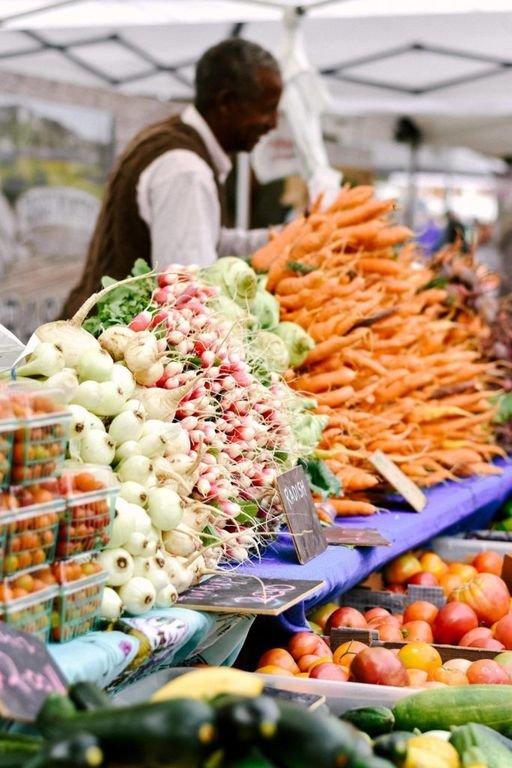 C'est l'heure du marché fermier à Boise! Marchez dans la ceinture de verdure et vérifiez les vendeurs!