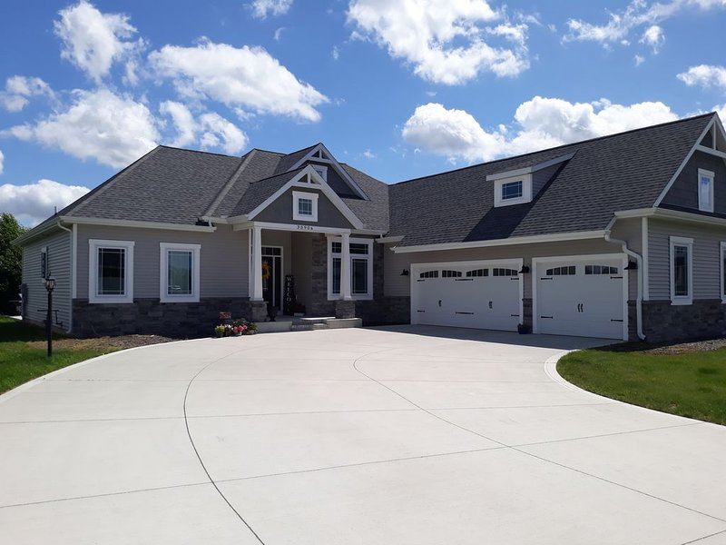 Newly constructed home in Granger available year round, 15 minutes from N, alquiler vacacional en Middlebury