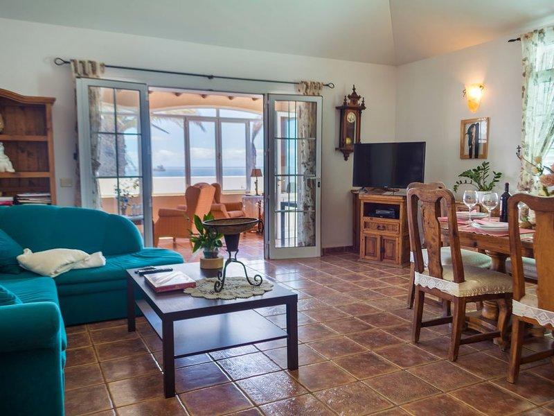 Villa Maria, 3 bedroom Villa With Wonderful Sea Views, Private pool & free Wi-fi, vacation rental in Tias