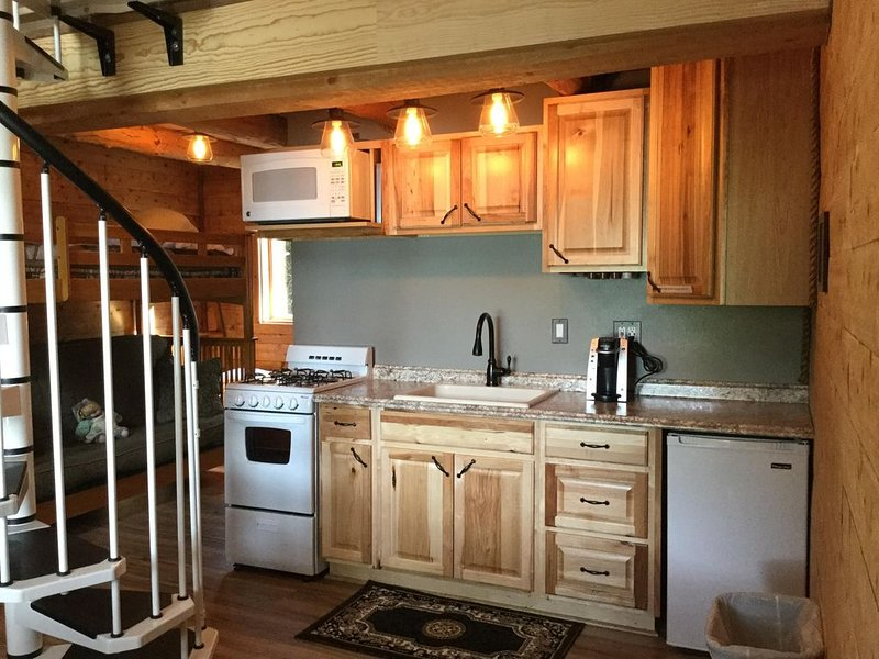 Renfro's Lakeside Retreat - Cabin 5, vacation rental in Seward
