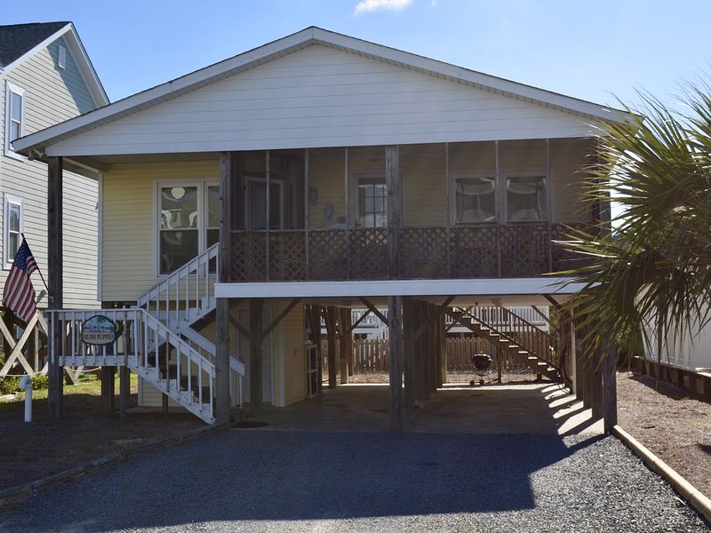 Comfortable family beach cottage with easy beach access!!, location de vacances à South Brunswick