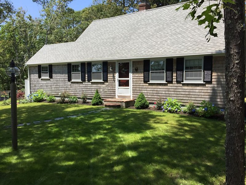 Skinnequit Pond view & access, short walk to Red River Beach on Nantucket Sound, holiday rental in South Harwich
