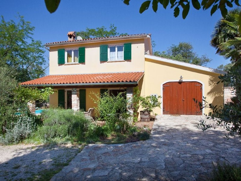 Charming Traditional Istrian Villa with Private Pool in a Peaceful and Tranquil, holiday rental in Radini