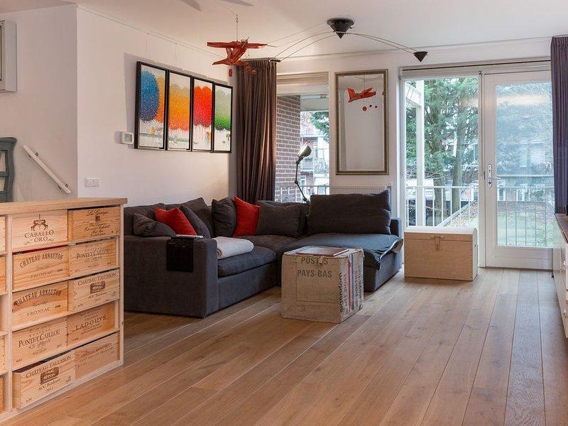 Spacious, Light, 3 bed-room apartment near centre, alquiler vacacional en Osdorp