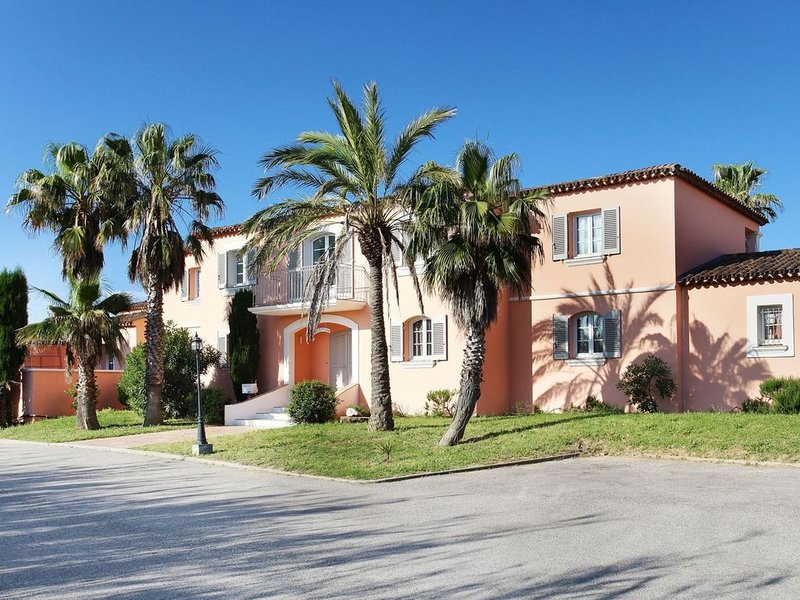 Charming apartment with AC not far from the beautiful coast, holiday rental in Port Grimaud
