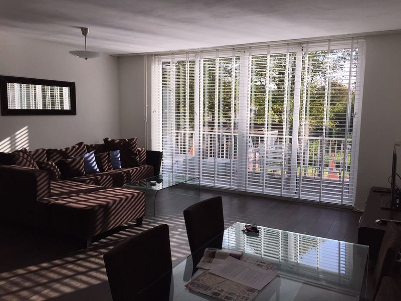 Spacious city apartment at the park, holiday rental in Weesp