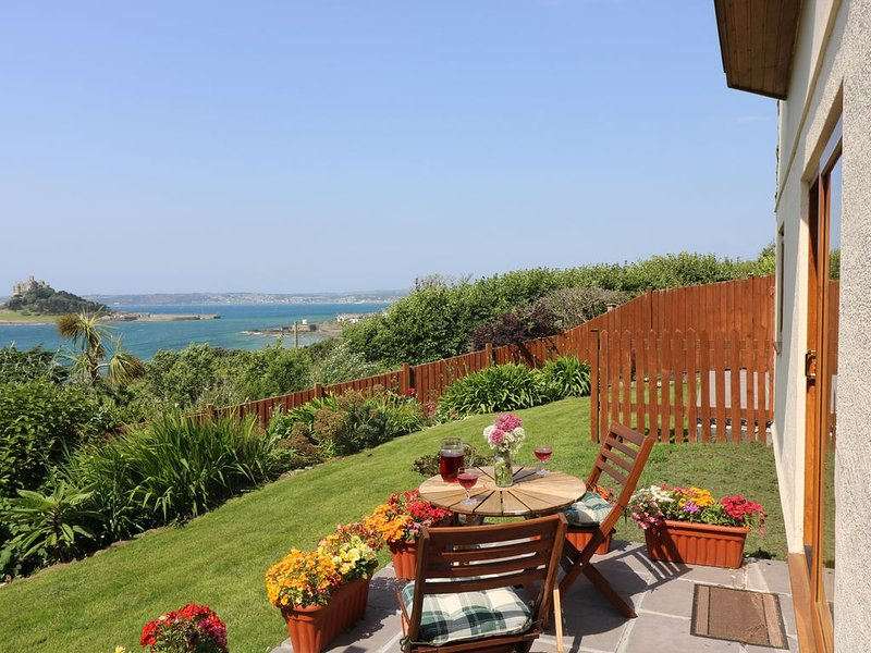 Castle View Apartment, MARAZION, holiday rental in Goldsithney
