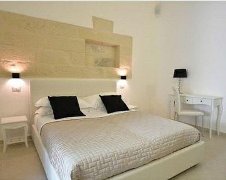 Appartamenti Sidera - Casa in pietra con giardino, Un'oasi nel centro di Lecce., holiday rental in Castromediano
