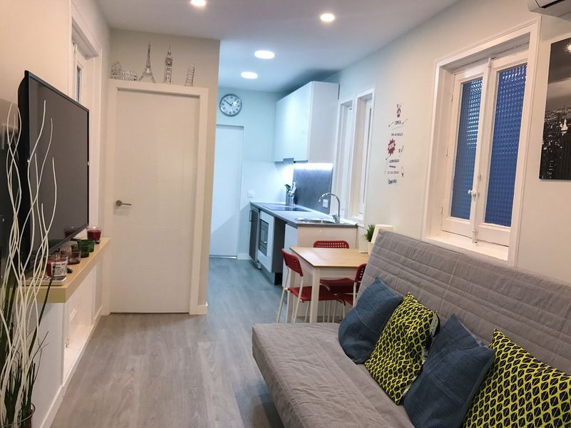 Puerta del Sol Apartment * City Downtown, vacation rental in Madrid