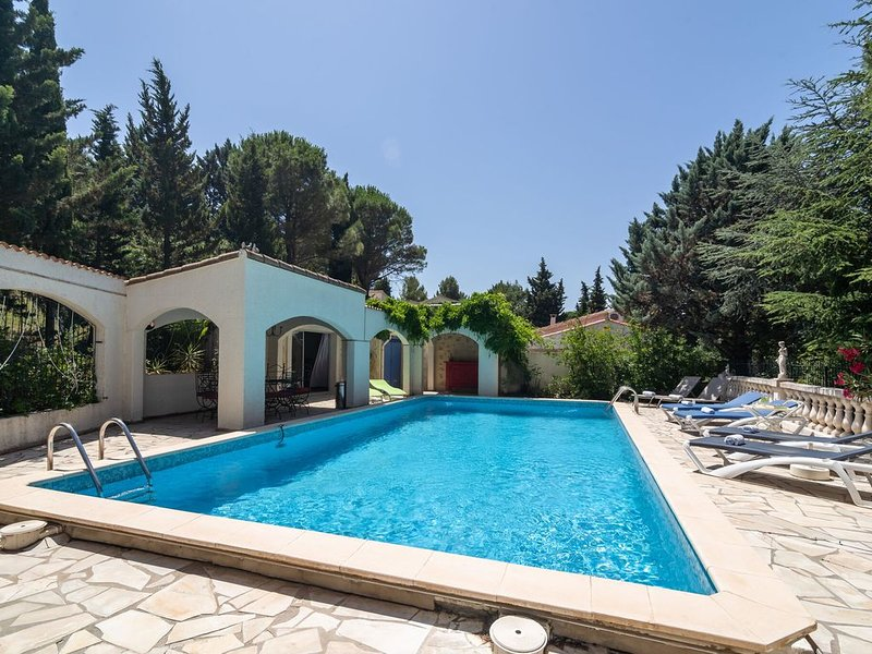Majestic Villa in Pouzols-Minervois with private pool, alquiler vacacional en Beaufort