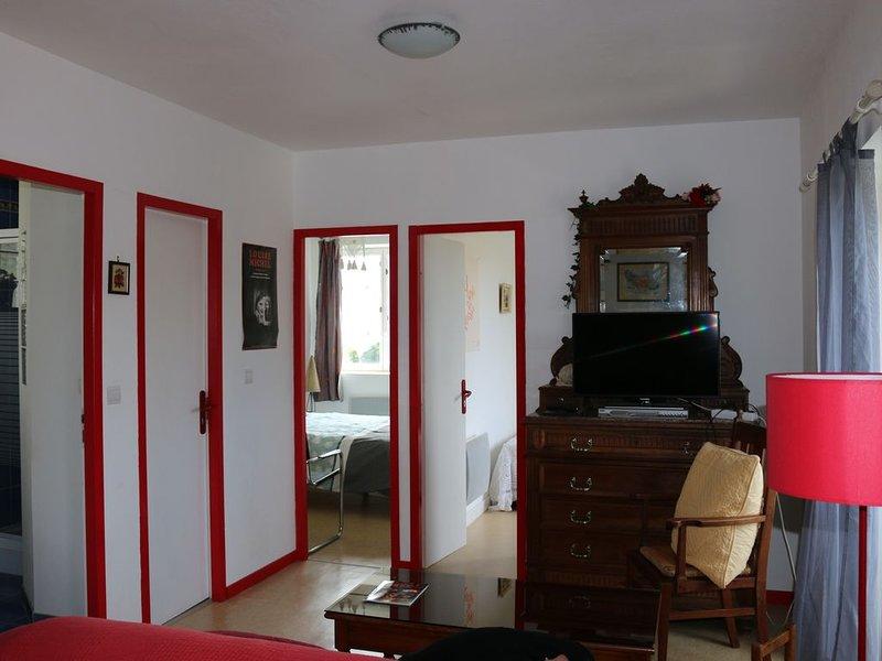 Bel appartement indépendant,  avec vue exceptionnelle sur la bastide, location de vacances à Villeneuve d'Aveyron