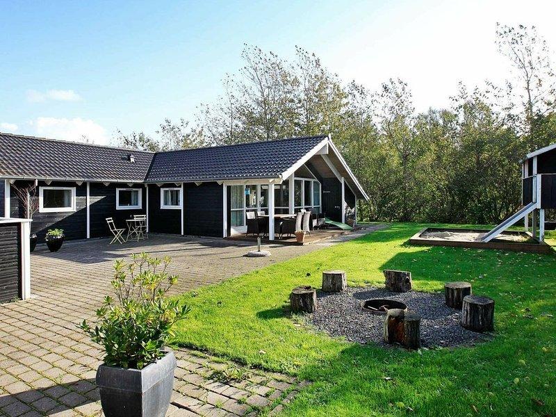 Alluring Holiday Home in Hemmet with Whirlpool, aluguéis de temporada em Skjern