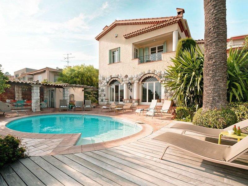 Luxury villa overlooking the bay of Villefranche & Cap Ferrat www.**************, holiday rental in Villefranche-sur-Mer