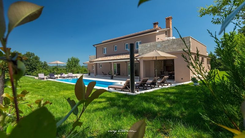 Modern villa with pool and sauna near Pazin, holiday rental in Gracisce