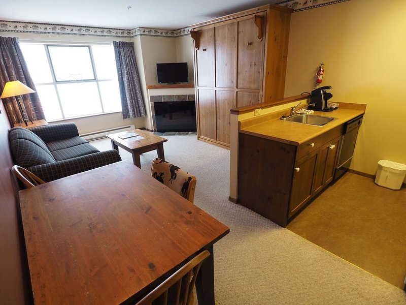 Ski in/ski out 2nd floor condo, vacation rental in Keremeos