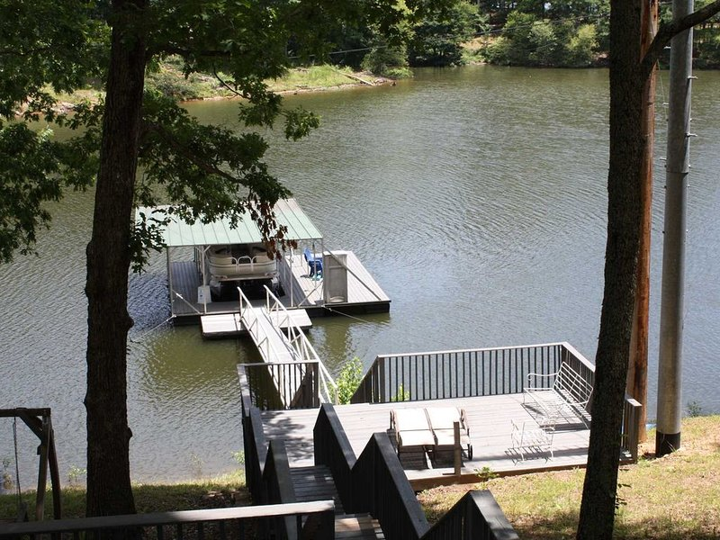Smith Lake Rentals & Sales - PICKLE'S PLACE - A cozy retreat to relax and enjoy, holiday rental in Crane Hill