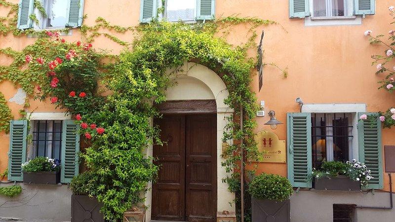 Nelle Langhe, nella parte famosa per il clima salubre, Le Due Matote, holiday rental in Santa Giulia