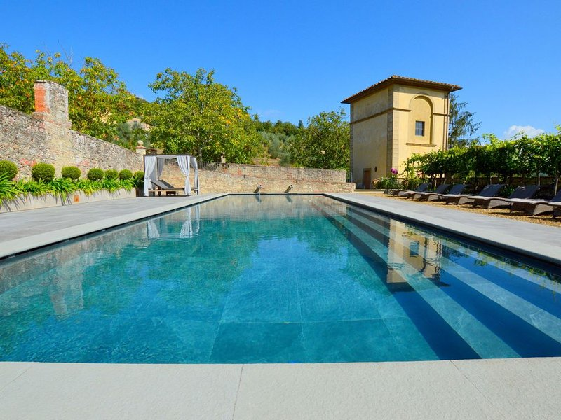 Peaceful Cottage in San Donato in Collina with Swimming Pool, holiday rental in Rignano sull'Arno