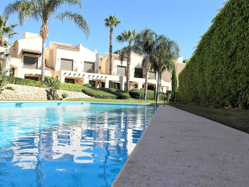 'Townhouse' med uppsikt över pool, location de vacances à San Javier