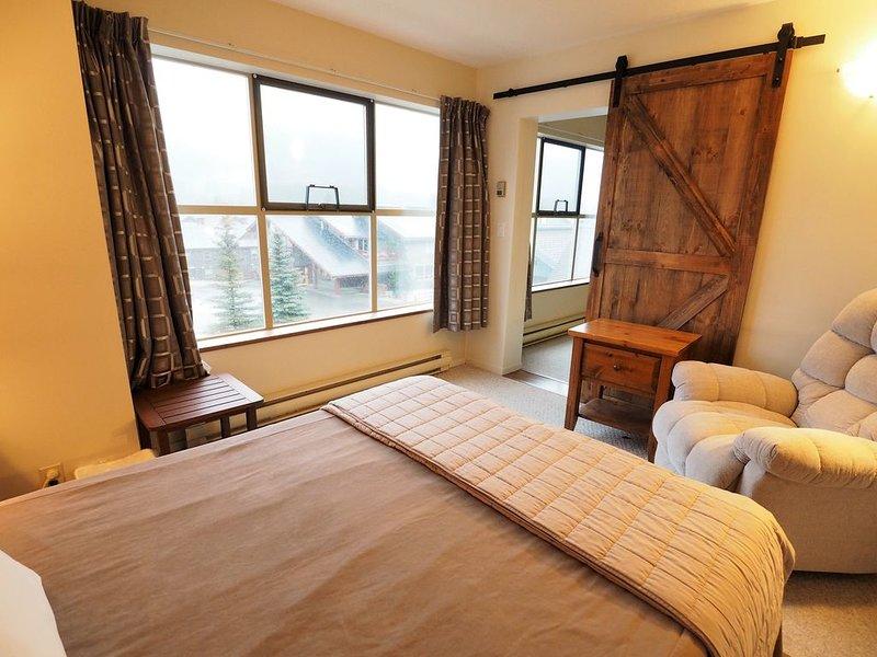 2 bedroom with hockey rink views, vacation rental in Keremeos