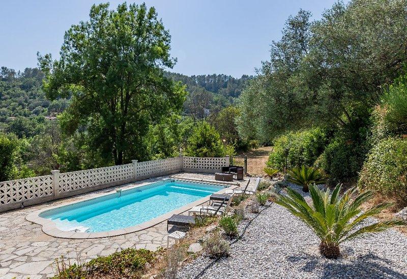 Var- Toulon - Grande Villa 200 m2 - piscine privée - jusqu'à 11 personnes, holiday rental in Belgentier
