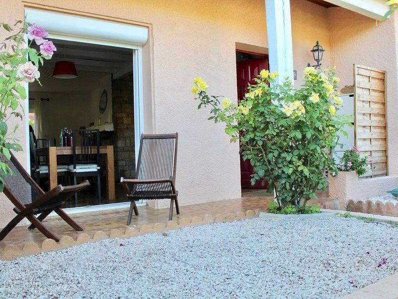 Belle villa dans impasse calme St Cyprien 4 vélos, location de vacances à Saint-Cyprien