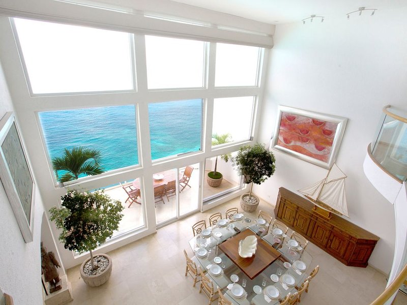 Beautiful Oceanfront 3-Level Penthouse with Hotel Services and Private Terraces, holiday rental in San Miguel de Cozumel