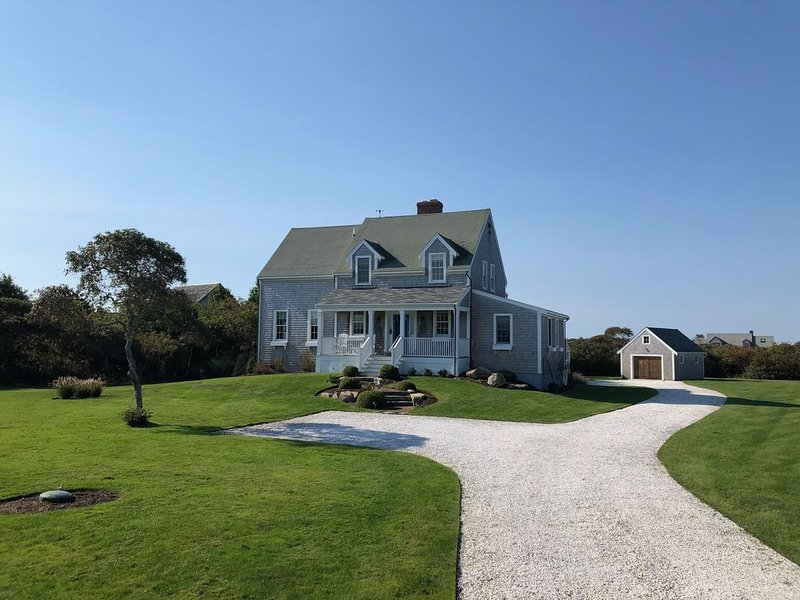 TOM NEVERS ONE ACRE RETREAT * 4 BDRM/4 BATH * SLEEPS 10 * HEATED POOL, vacation rental in Siasconset