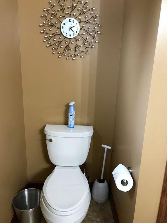Full bathroom: upstairs.