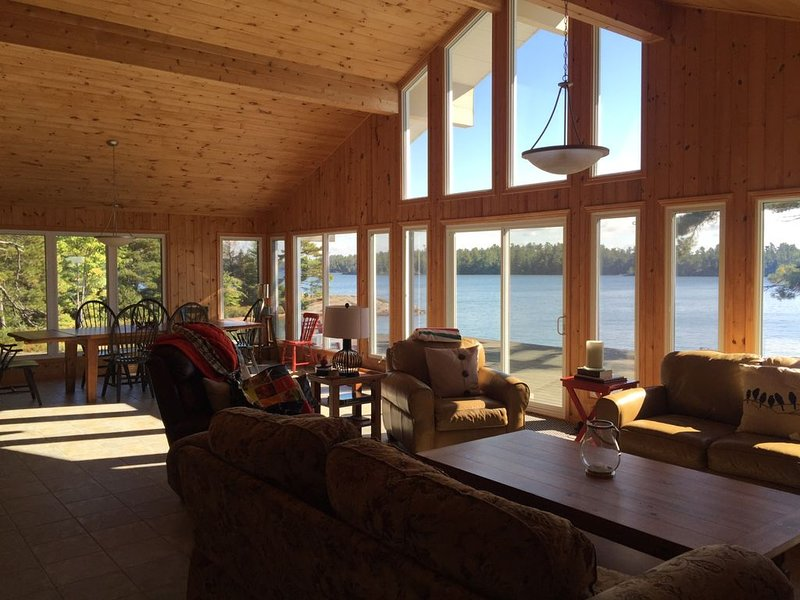 EXCLUSIVE FRENCH RIVER PRIVATE ISLAND VACATION, holiday rental in North Bay