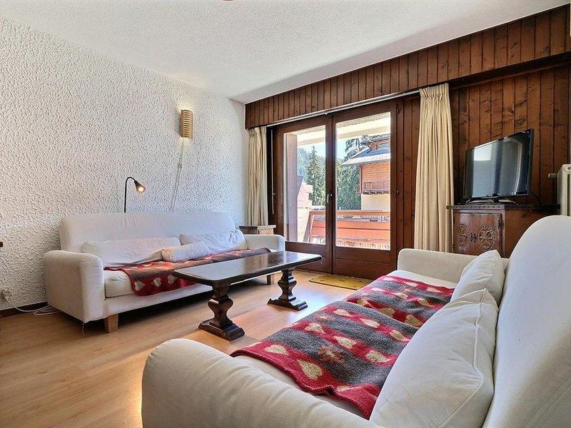 Sympathique appartement de 2 pièces rénové en 2016 idéalement situé au 2ème étag, vacation rental in Bagnes