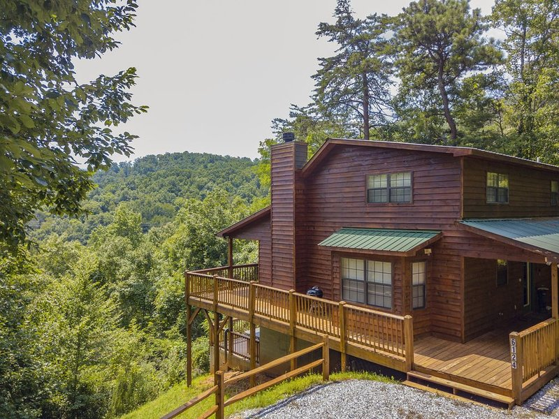Hideaway Mountain Mountain View Vacation Cabin with Hot Tub, Game Room, aluguéis de temporada em Warne