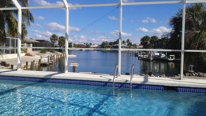 5 min walk to beach! Closest home on Water to Beach Access! Private Heated Pool!, vacation rental in Goodland
