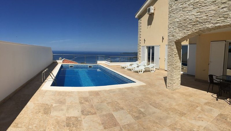 Luxury Spacious Villa with swimming pool and stunning views, vacation rental in Budva Municipality
