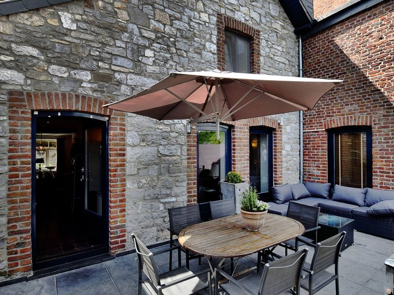 Vintage Holiday Home in Verlaine-Sur-Ourthe with Valley View, casa vacanza a Bomal