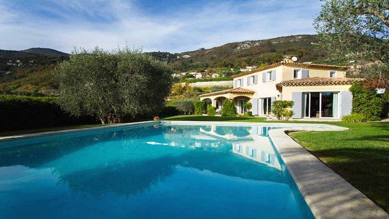 Villa néo provençale de charme, piscine, pool-house, très calme, sud, oliviers, location de vacances à Tourrettes-sur-Loup