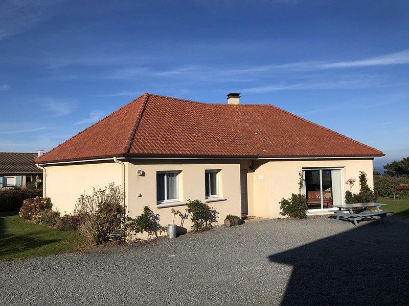 Maison individuelle de plein pied sur terrain clos avec vue sur mer. 3 chambres, holiday rental in Quiberville