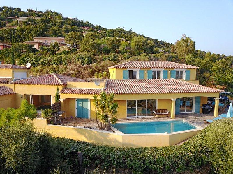 Villa  vue mer panoramique,piscine exterieure et piscine interieure chauffée, vacation rental in La Londe Les Maures