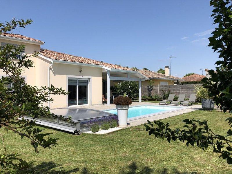 Villa Contemporaine avec piscine sécurisée et chauffée, holiday rental in Saubion