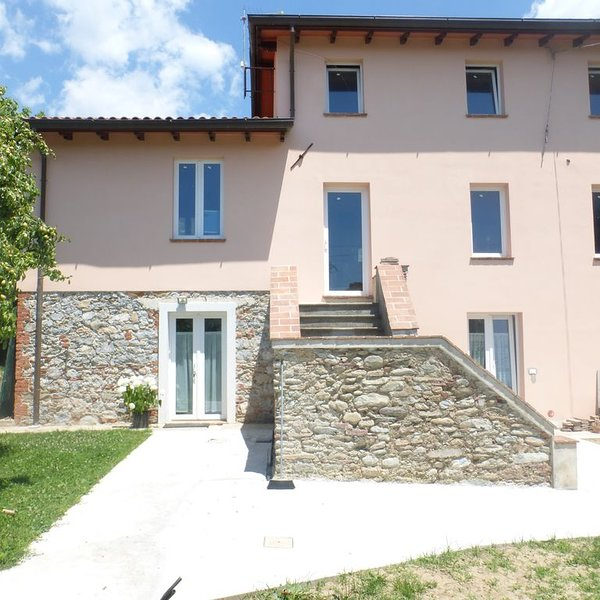 Curato appartamento in casa colonica, aluguéis de temporada em Montignoso