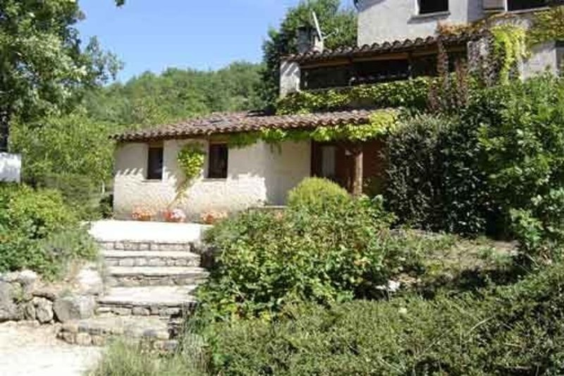 Très agréable gîte en campagne, ombre et soleil, petite piscine., holiday rental in Albas