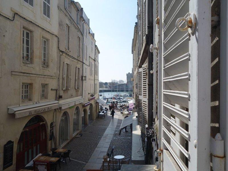 Appartement 84m2, 2 chambres, terrasse 12m2, à deux pas du vieux port, vacation rental in La Rochelle