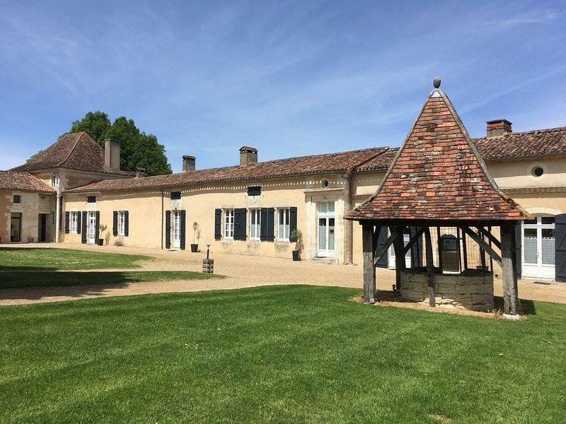 Gîte de charme 4 à 6 pers+piscine chartreuse du XVII à GRIGNOLS Dordogne, holiday rental in Saint-Germain-du-Salembre