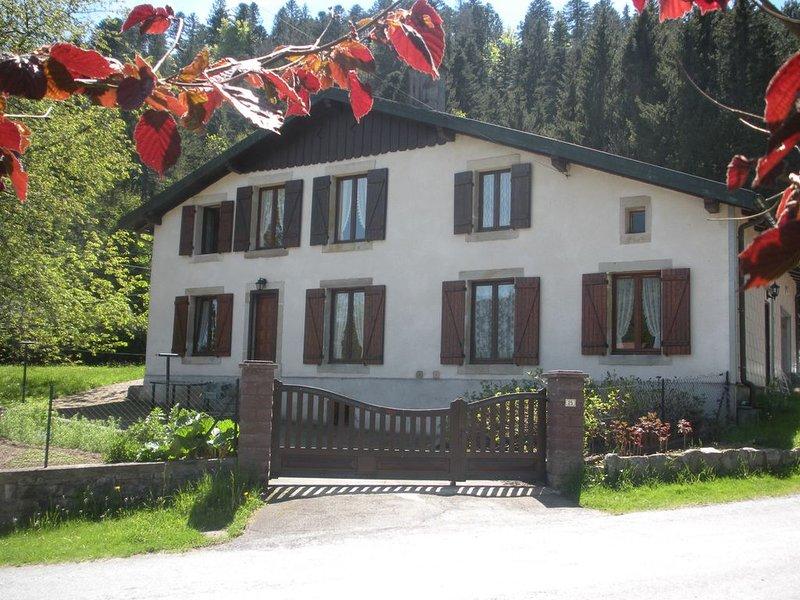 Logement 4 personnes jardin,calme,GERARDMER WIFI GRATUIT, holiday rental in Liezey