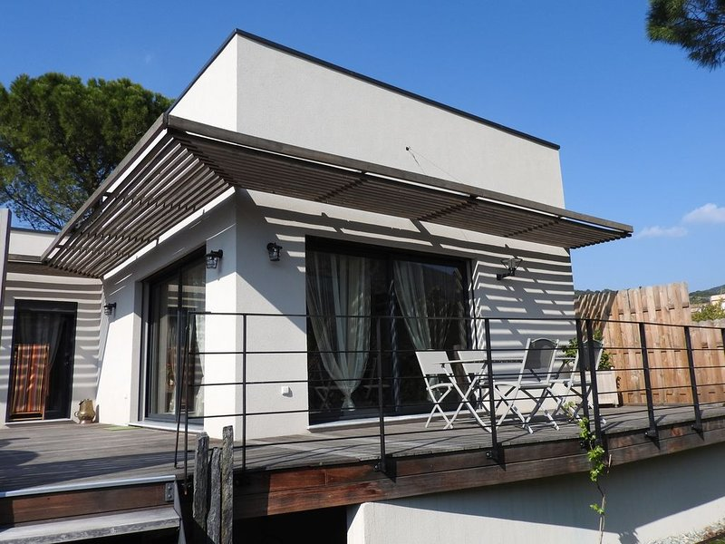Le Grand Pin... belle maison contemporaine à louer à Nyons, vakantiewoning in Nyons